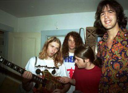Kurt Cobain, Jason Everman, Chad Channing e Krist Novoselic, a primeira formação do Nirvana, nos bastidores de um show em Massachusetts.