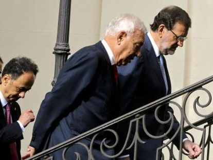 Mariano Rajoy e o ministro das Relações Exteriores, José Manuel García-Margallo, no palácio de Viana.
