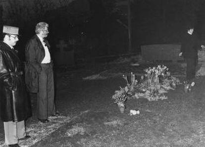 Imagem do túmulo de Charles Chaplin (no cemitério de Corsier-sur-Vevey, Suíça), profanado em 1978