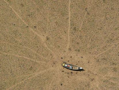 Imagem desértica do lago Curulai, na Amazônia, feita pelo Greenpeace.