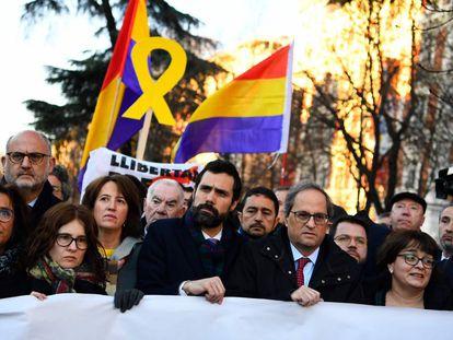 Os presidentes do Governo catalão, Quim Torra, e do Parlamento regional, Roger Torrent, nesta terça-feira em Madri.