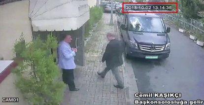 Jamal Khashoggi, no momento da sua entrada no consulado, no último dia 2.