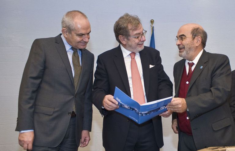 Antonio Caño, Juan Luis Cebrián e José Graziano da Silva, nesta segunda-feira em Roma.