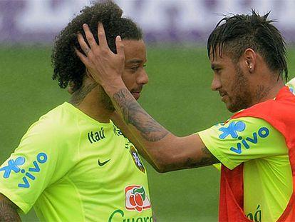 Marcelo e Neymar, durante um treinamento.
