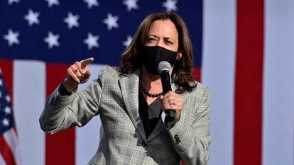 A senadora Kamala Harris fala durante evento de campanha em Las Vegas, no dis 2 de outubro.