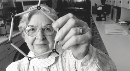 Os livros deveriam mencionar mulheres como a química Stephanie Kwolek, criadora da fibra Kevlar.