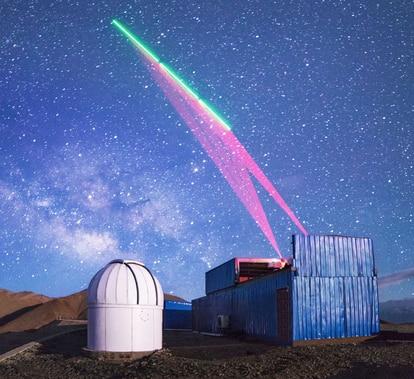 Estação terrestre chinesa se comunica com o satélite de comunicação quântica 'Micius'.