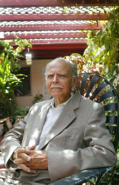Huber Matos em sua casa de Miami em 2006