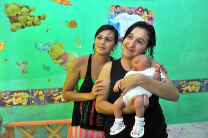 Karina, Soledad e a pequena Umma.