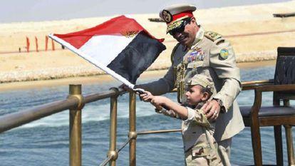 Ao Sisi apresenta a ampliação do Canal de Suez.