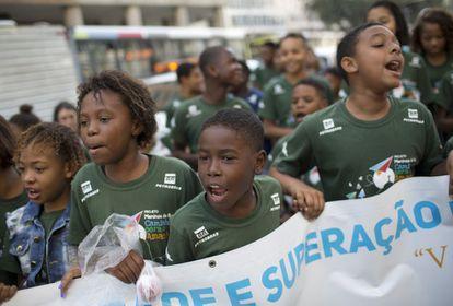 Além de várias mães de jovens mortos pela polícia, o ato desta segunda teve a participação de dezenas de crianças. Pediam paz e reivindicavam um futuro para si mesmos.