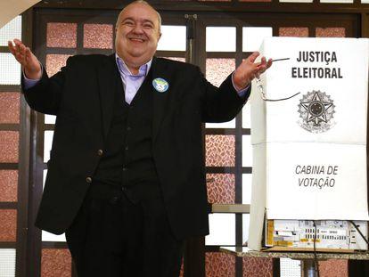 Rafael Greca votando neste domingo.