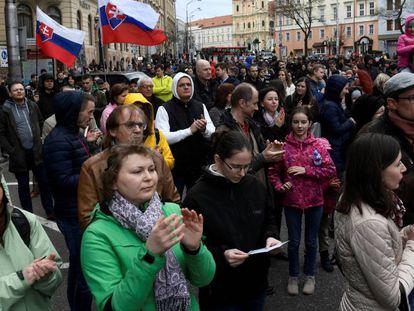 Manifestação em abril em Bratislava depois da morte do repórter Jan Kuciak.