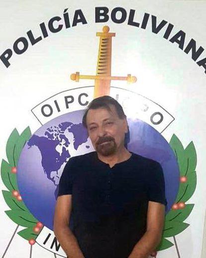 Cesare Battisti ao ser preso em Santa Cruz de La Sierra, na Bolívia, em foto divulgada pelo Governo da Itália.