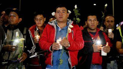 Homenagem às vítimas do atentando em Bogotá