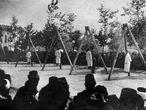 Imagem do Instituto-Museu do Genocídio Armênio, na qual se vê um grupo de armênios enforcados pelas forças otomanas em junho de 1915.