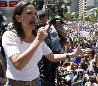 María Corina Machado em um protesto em fevereiro.