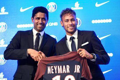 Neymar com o presidente do PSG, Nasser Al-Khelaïfi.