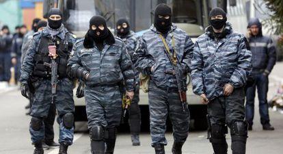 Membros das Berkut, as dissolvidas forças antimotim ucranianas, em fevereiro em Kiev.