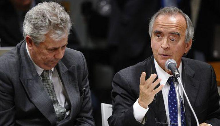 Nestor Cerveró (dir.) durante depoimento no Senado.