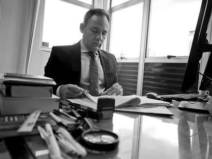 Eduardo Nepomuceno, em sua sala no Ministério Público mineiro.