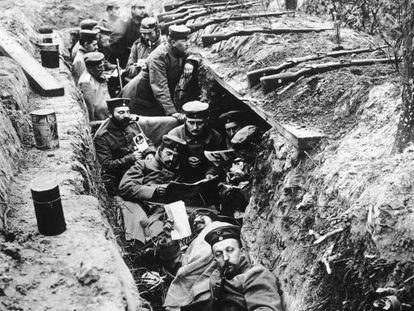 Soldados alemães durante a quarta batalha de Ypres, em outubro de 1918.