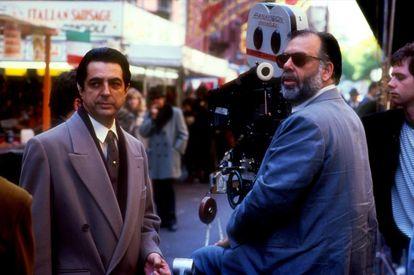 Joe Mantegna (que interpreta Joey Zasa) e Francis Ford Coppola, na gravação de 'O poderoso chefão 3'.