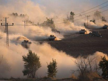 Tanques israelenses manobram nesta sexta-feira perto de Gaza.
