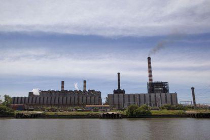 A central elétrica Costanera, de Buenos Aires, uma das que registra problemas de geração neste verão argentino.