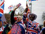 Manifestantes celebraron el Brexit a la salida de Reino Unido