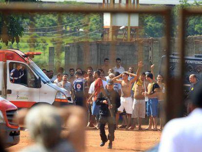 Detentos do Complexo Prisional de Aparecida de Goiânia.
