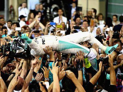 Rosberg celebra a conquista de seu primeiro título na F-1.
