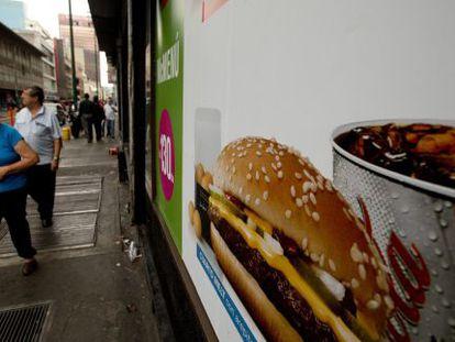 Fachada do McDonald's, uma franquia mundial.