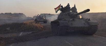 Carroças de combates chegam à zona de Bashiqa.