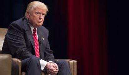 Donald Trump no sábado em Iowa, onde disse que McCain não é um herói.