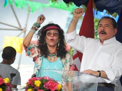 Rosario Murillo e Daniel Ortega em Manágua, em 5 de julho de 2013.