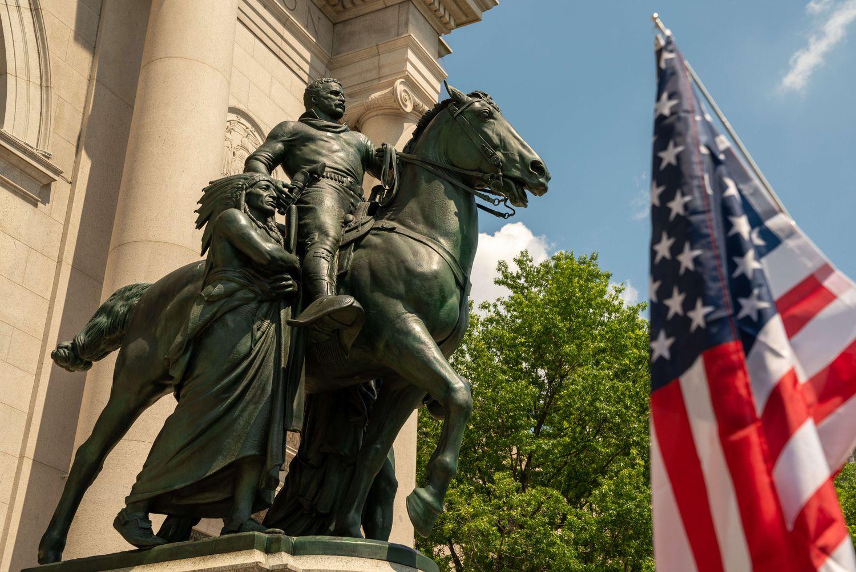 A estátua do Presidente Theodore Roosevelt no Museu de História Natural de Nova York.