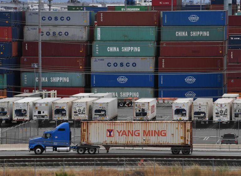 Contêineres com mercadorias da Ásia, na última sexta-feira, no terminal de carga de Long Beach (Califórnia).