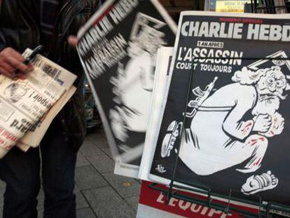Capa da última edição do 'Charlie Hebdo', em uma banca em Niza.