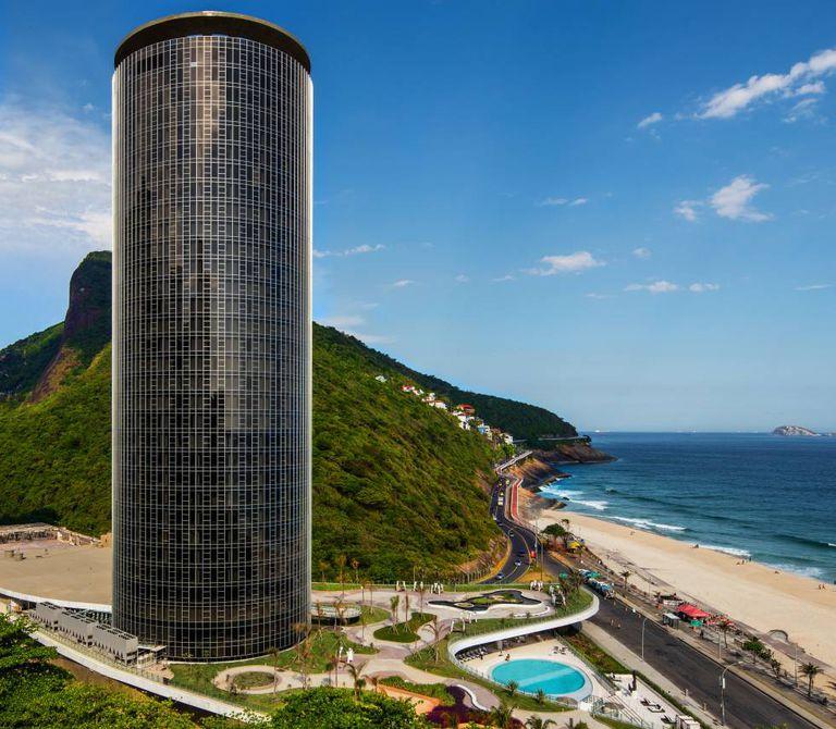 O Hotel Nacional reabre suas portas no Rio.