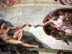 El Dios todopoderoso del techo de la Capilla Sixtina, en el momento de crear al hombre, según la visión de Miguel Ángel.