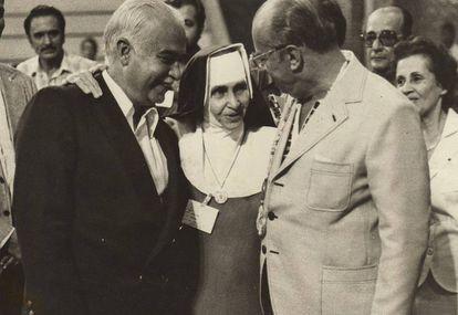 Irmã Dulce ao lado de ACM (à esquerda) e do o general João Figueiredo.