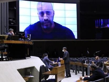 Imagem do deputado Daniel Silveira é exibida no telão do plenário da Câmara durante sessão nesta sexta-feira.