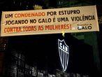 Faixa de protesto em frente à sede do Atlético, em Belo Horizonte.
