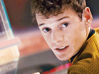 Anton Yelchin como Chekov.