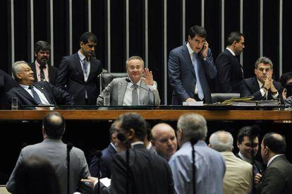 Renan, ao centro, na sessão do Congresso.