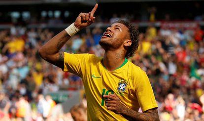 Neymar abre o placar para o Brasil diante da Croácia.