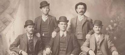 Os verdadeiros Sundance Kid (primeiro à esquerda) e Butch Cassidy (primeiro à direita) e o resto do bando.