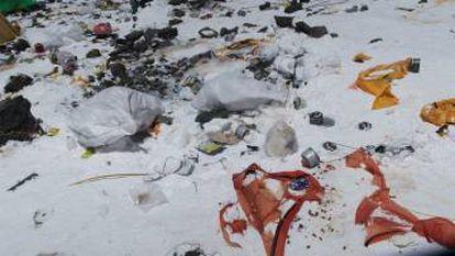Lixo no Everest.