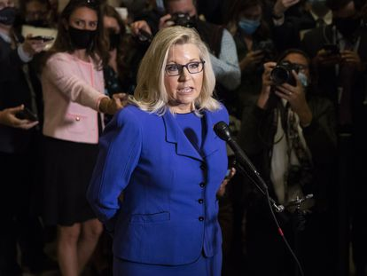 Liz Cheney fala a jornalistas após ser afastada da liderança da bancada republicana na Câmara de Representantes.